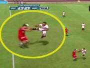 Các giải bóng đá khác - SAO Peru tung cú kung-fu ghê rợn hơn De Jong