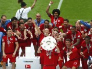"""Bóng đá - Cầu thủ Bayern """"tắm bia"""" trong ngày nhận Đĩa bạc"""