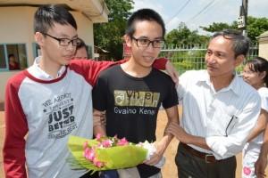An ninh Xã hội - Học sinh bị áp giải tại trường được tạm hoãn thi hành án