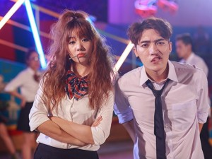 """Ca nhạc - MTV - Tiến Đạt bị nghi """"ăn bớt"""" cảnh hôn của Hari Won trong MV mới"""