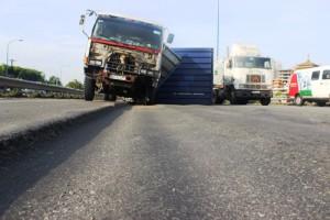 Tin tức Việt Nam - TPHCM: Đại lộ nghìn tỷ thành ruộng bậc thang, container gặp nạn
