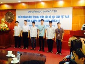 """Giáo dục - du học - Vinh danh những """"người hùng"""" trở về từ cuộc thi Olympic Tin học Châu Á"""