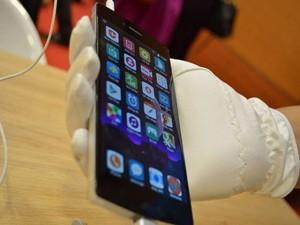 So sánh cấu hình Bphone với iPhone 6