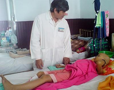 Kì lạ: Bác sĩ hi vọng khối u của bệnh nhi là u ác tính - 2