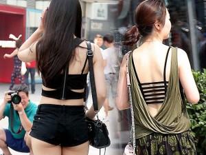 """Thời trang - Thời trang hè quá đỗi """"thoáng mát"""" của giới trẻ TQ"""