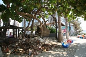 """Tin tức trong ngày - Đập bỏ công trình nhếch nhác """"xẻ thịt"""" bờ biển Nha Trang"""