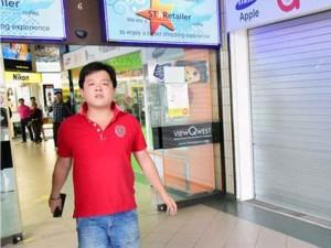 Tin tức trong ngày - Singapore: Chủ cửa hàng iPhone lừa khách Việt bị bắt