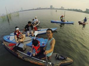 Bạn trẻ - Cuộc sống - Giới trẻ Hà thành lướt ván hồ Tây giải nhiệt