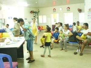 Khoa nhi - Đà Nẵng: Trẻ nhập viện ồ ạt do nắng nóng