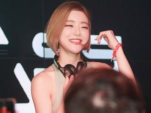 Bạn trẻ - Cuộc sống - DJ xinh đẹp nhất Hàn Quốc khiến fan Việt ngất ngây