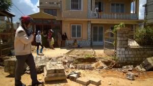 Tin tức Việt Nam - Sập tường đá, 2 công nhân tử vong tại chỗ