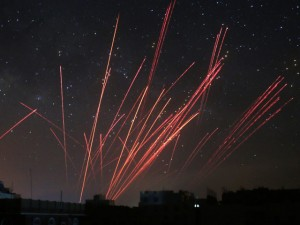 Phiến quân Yemen nã đạn, giết hàng ngàn người