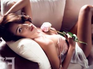 Siêu mẫu Minh Triệu quá thu hút với váy ngủ