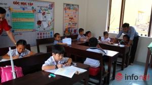 Tin tức trong ngày - Những lớp học mỗi HS quay một hướng ở Trường Sa