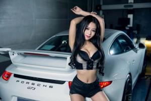 Ô tô - Xe máy - Siêu vòng 1 căng tròn và ánh mắt mơ màng bên Porsche