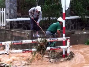 Tin tức trong ngày - Đà Lạt: Mưa lớn, một mục sư bị nước cuốn trôi
