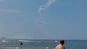 Tin tức trong ngày - Italia: Máy bay đâm nhau vỡ tan khi biểu diễn