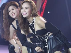 """Ca nhạc - MTV - Minh Hằng """"khoét eo"""", hở ngực khi làm nóng sân khấu"""
