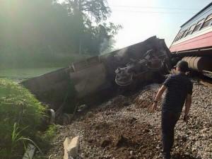 Tin tức Việt Nam - Tàu hoả tông ô tô, tài xế tử vong