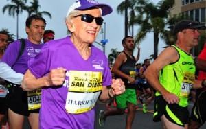 Thể thao - Cụ bà 92 tuổi lập kỷ lục chạy marathon 42 km