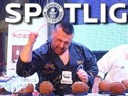 Thể thao - Võ sĩ taekwondo lập kỷ lục đập vỡ dừa bằng tay