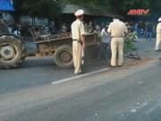 Video An ninh - Máy cày lật đè chết tài xế, quốc lộ 1A ùn tắc 4 km