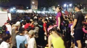 Tin tức Việt Nam - TP.HCM: Dân vây kín kênh xem vớt xác chết