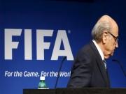 """Tin bên lề bóng đá - Blatter bị """"đâm"""" sau lưng, FIFA lộ mối làm ăn bí mật"""