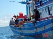 Tin tức trong ngày - Xúc động giây phút gặp ngư dân giữa Biển Đông