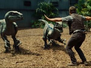 """Phim - Clip: Sao """"Thế giới khủng long"""" gửi lời chào khán giả Việt"""