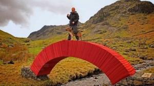 Du lịch - Độc và lạ cây cầu làm bằng giấy người có thể đi qua