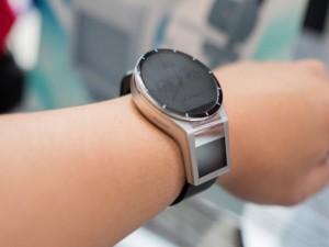 Sản phẩm mới - Lenovo tích hợp máy chiếu 20X vào đồng hồ thông minh Magic View
