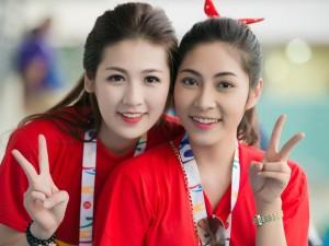 """Thời trang - Á hậu Tú Anh """"cháy hết mình"""" cùng U23 Việt Nam"""