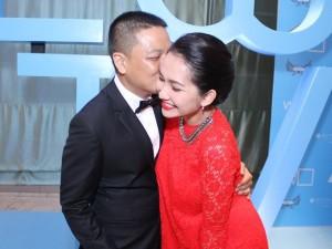 Vợ chồng Kim Hiền tình cảm giữa đám đông