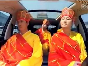 Bạn trẻ - Cuộc sống - Clip: 3 chàng trai hát nhép nhạc phim cực nhắng