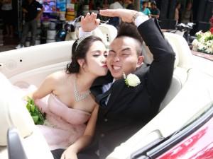 Ca nhạc - MTV - Phúc Bồ rước cô dâu hot girl bằng xe mui trần