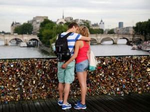 Bạn trẻ - Cuộc sống - Ngắm cầu khóa tình yêu ở Pháp trước khi bị phá bỏ