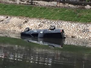 Tin tức trong ngày - Hà Nội: Ô tô lao xuống sông Tô Lịch, tài xế tử vong