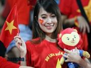 Bóng đá - Tiến vào BK, U23 VN kí mỏi tay tặng fan nữ xinh