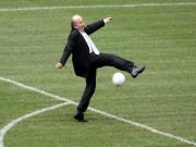 """Tin bên lề bóng đá - Blatter: """"Tội đồ FIFA"""" hay """"Người hùng quê nhà"""""""