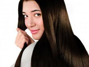 Mái tóc mượt mà nhờ lá dâm bụt