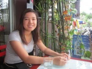 8X + 9X - Cô gái mồ côi làm ôsin kiếm tiền giúp người nghèo