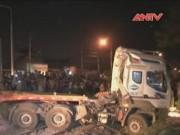 Video An ninh - Tàu hỏa tông bay container, đường sắt tê liệt nhiều giờ
