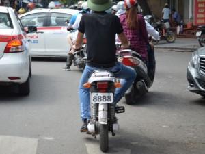 Tin tức trong ngày - Người dân vô tư chế biển số cực độc cho… xe máy điện