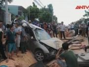 Video An ninh - Kon Tum: Xế hộp tông liên hoàn, 8 người thương vong