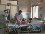 Video An ninh - Hít phải khí lạ, hàng chục công nhân nhập viện