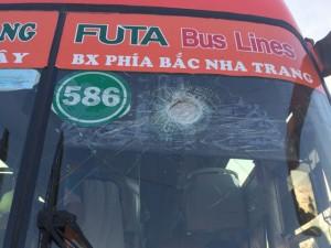 Tin tức Việt Nam - Xe khách bị ném đá, tài xế bị thương, hành khách hoảng loạn