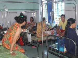 Tin tức trong ngày - Hàng chục người nhập viện do ngộ độc bánh mì