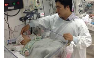 Sức khỏe đời sống - Lần đầu tiên mổ khối u não hoại tử cho trẻ 20 ngày tuổi