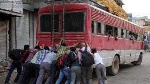 Tin tức trong ngày - Ấn Độ: Xe bus mắc vào dây điện cao thế, 16 người chết
